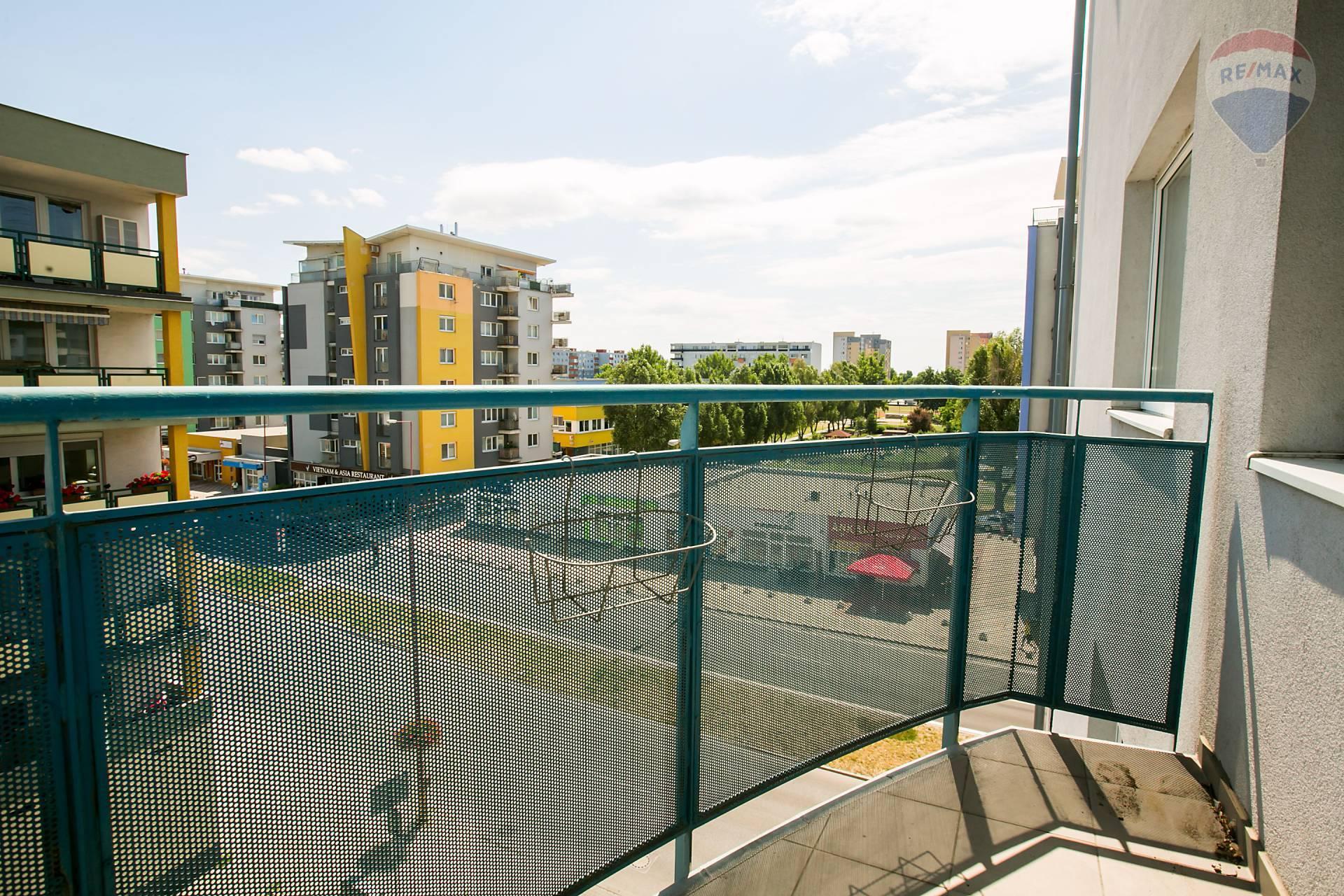 Prenájom bytu (2 izbový) 48 m2, Bratislava - Podunajské Biskupice - balkón