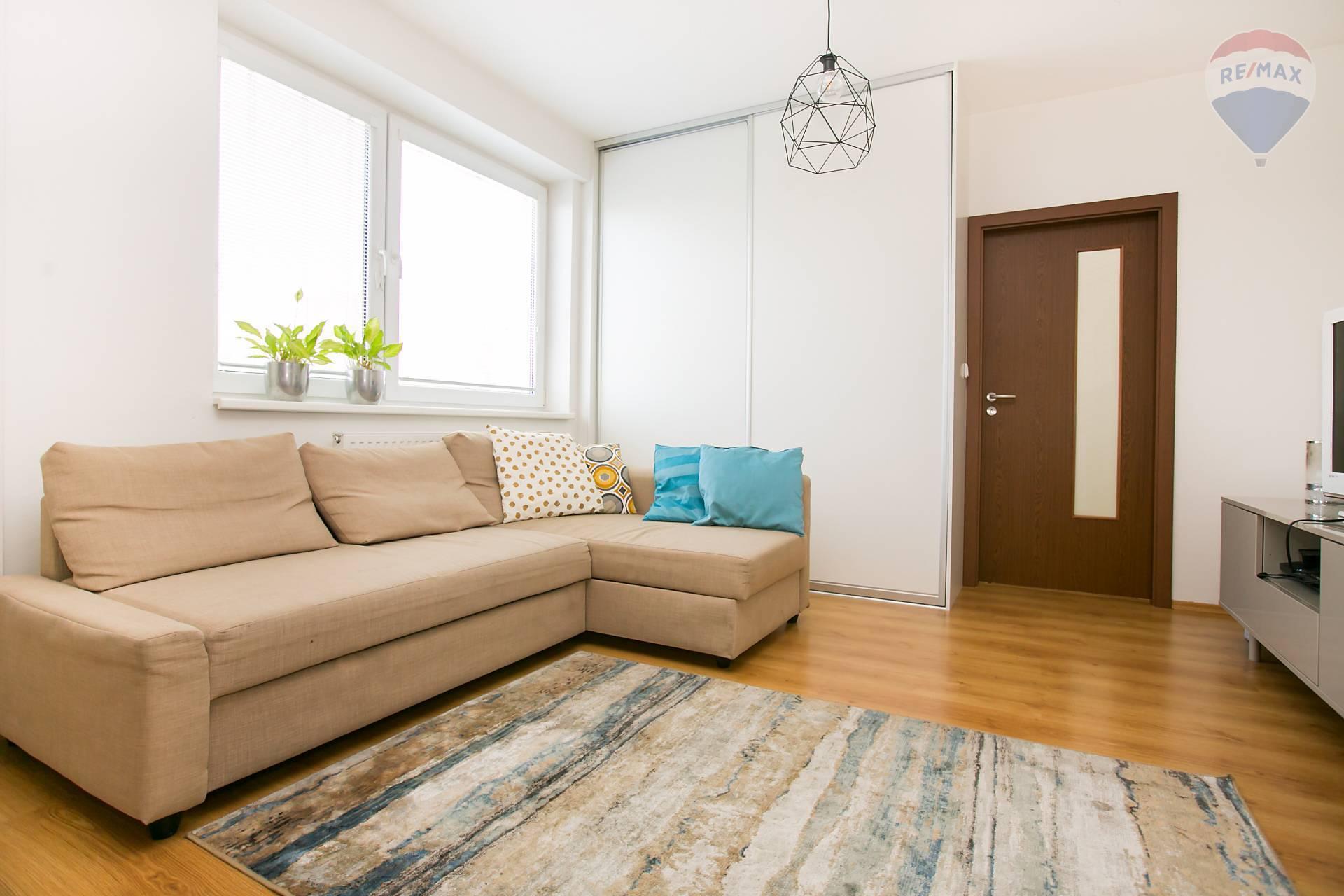 Prenájom bytu (2 izbový) 48 m2, Bratislava - Podunajské Biskupice - obývacia izba