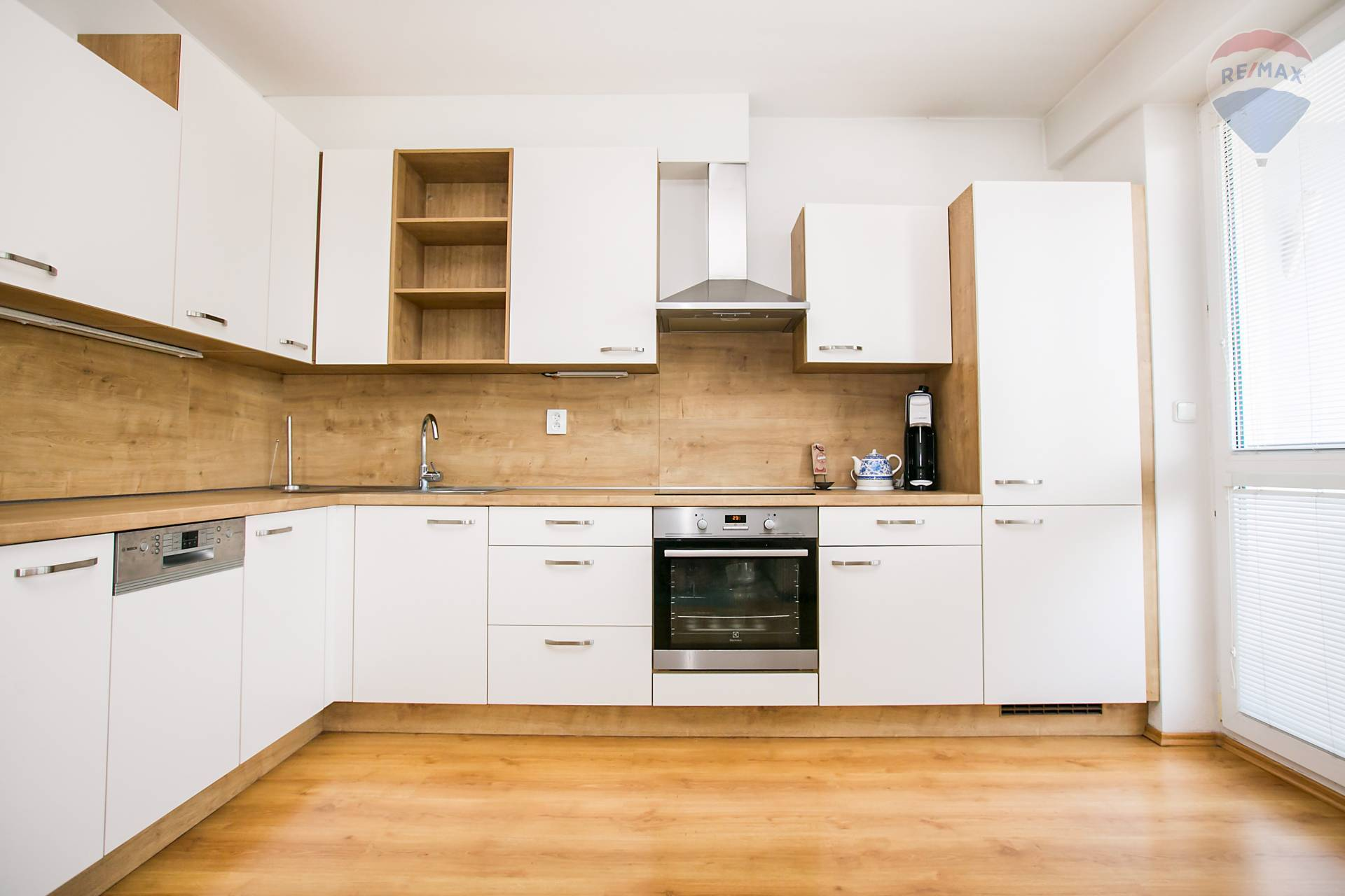 Prenájom bytu (2 izbový) 48 m2, Bratislava - Podunajské Biskupice - kuchynská linka
