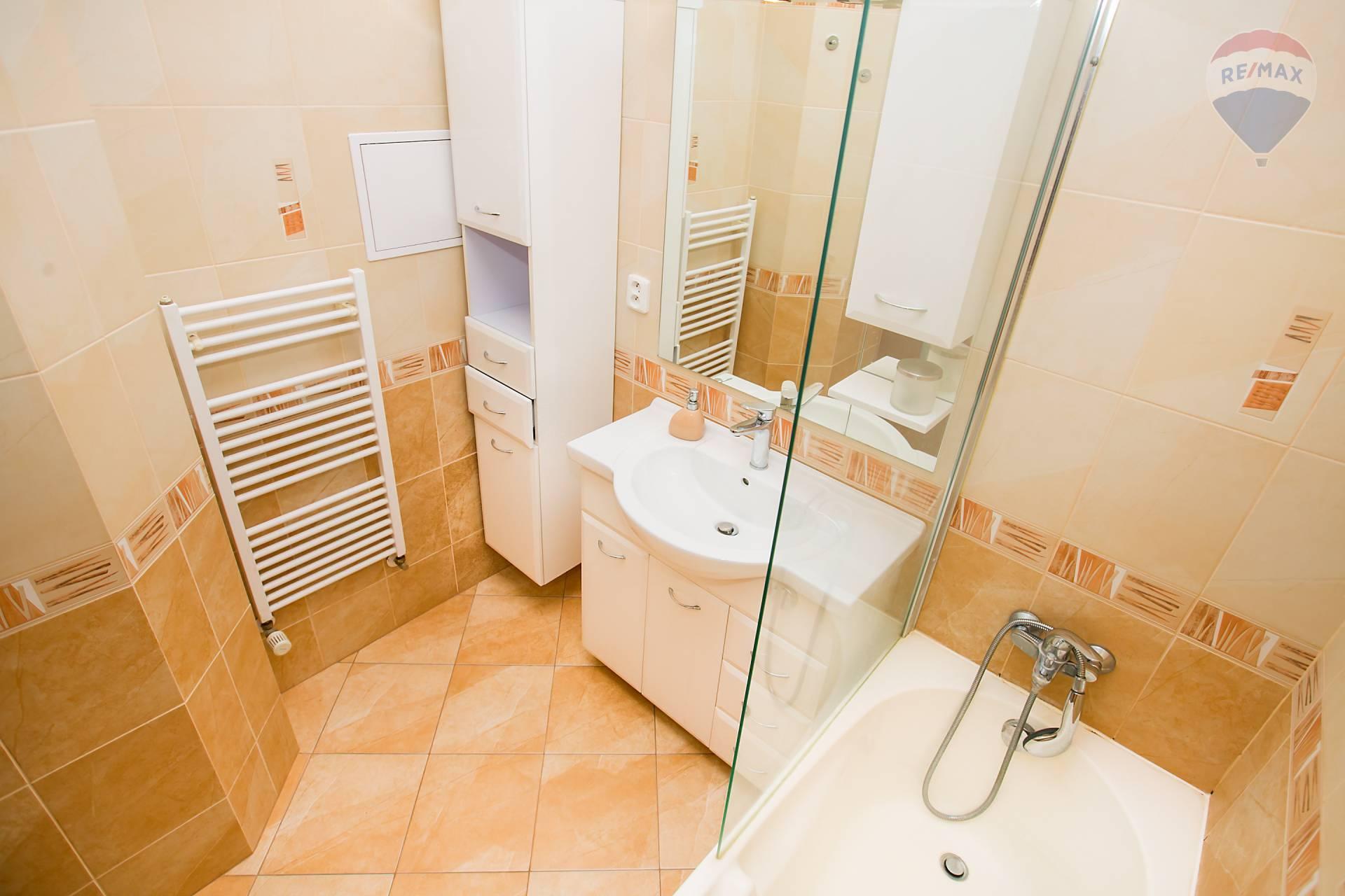 Prenájom bytu (2 izbový) 48 m2, Bratislava - Podunajské Biskupice - kúpeľňa