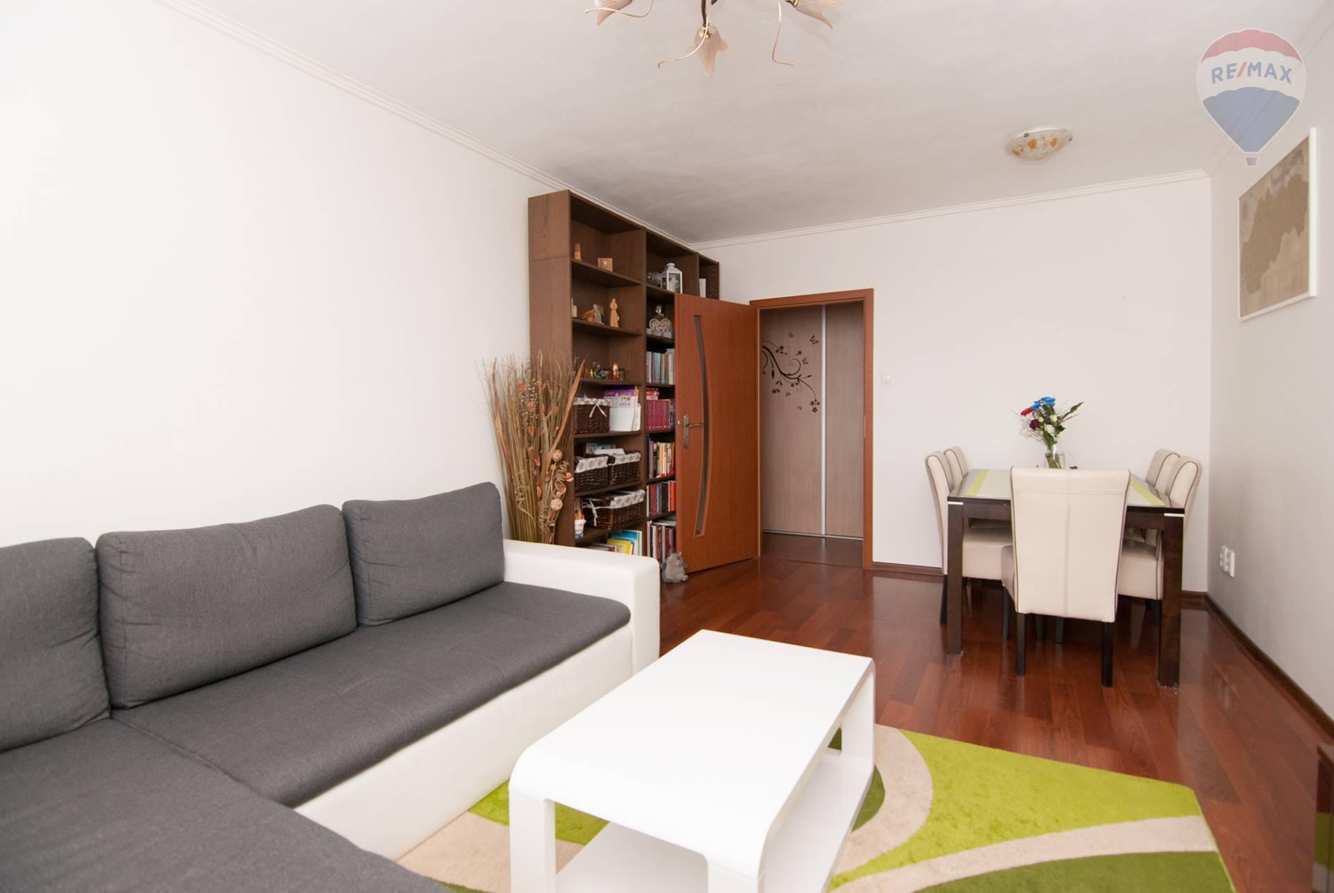 Predaj bytu (3 izbový) 70 m2, Bratislava - Podunajské Biskupice - obývacia izba