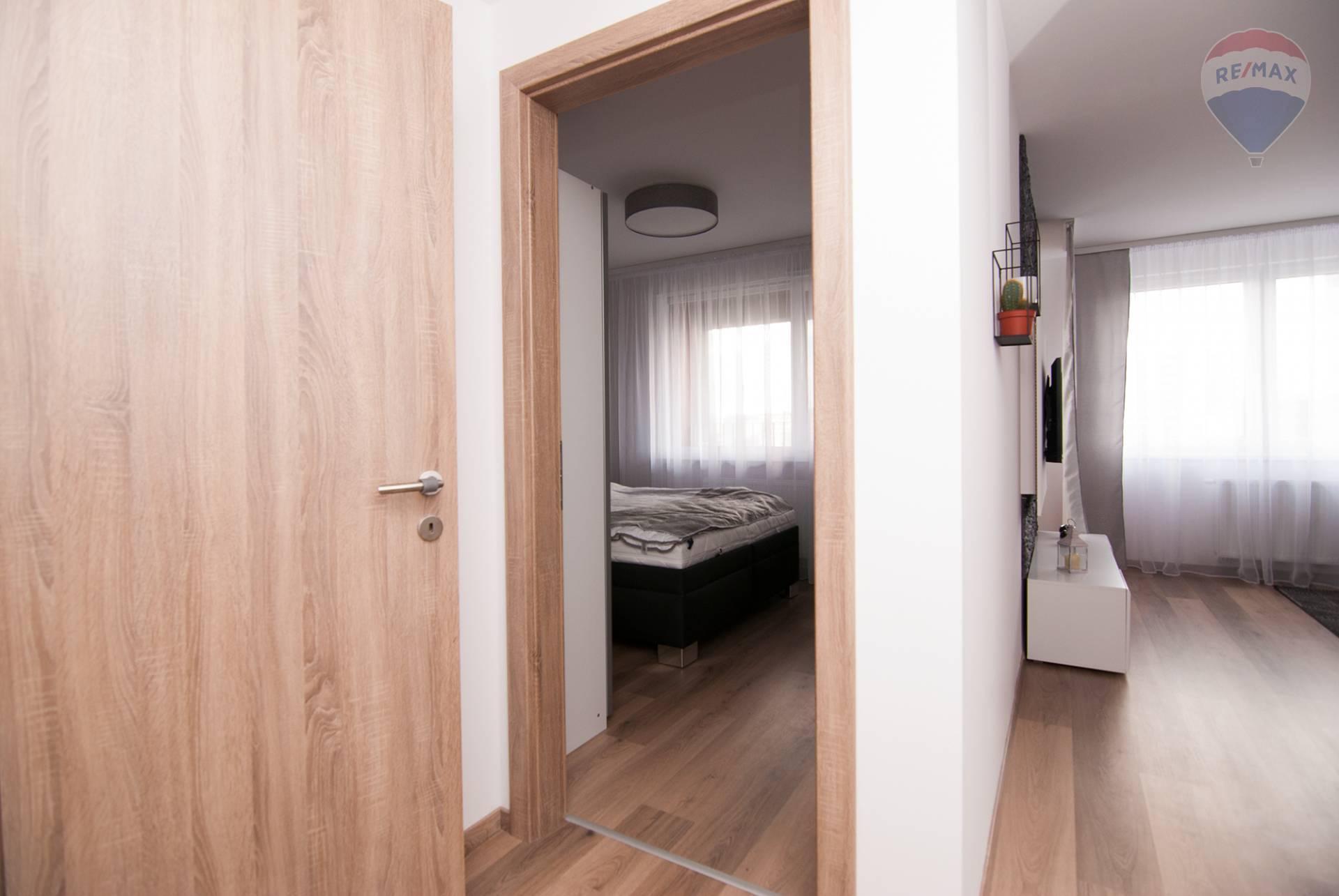 Prenájom bytu (2 izbový) 48 m2, Bratislava - Petržalka - predsieň