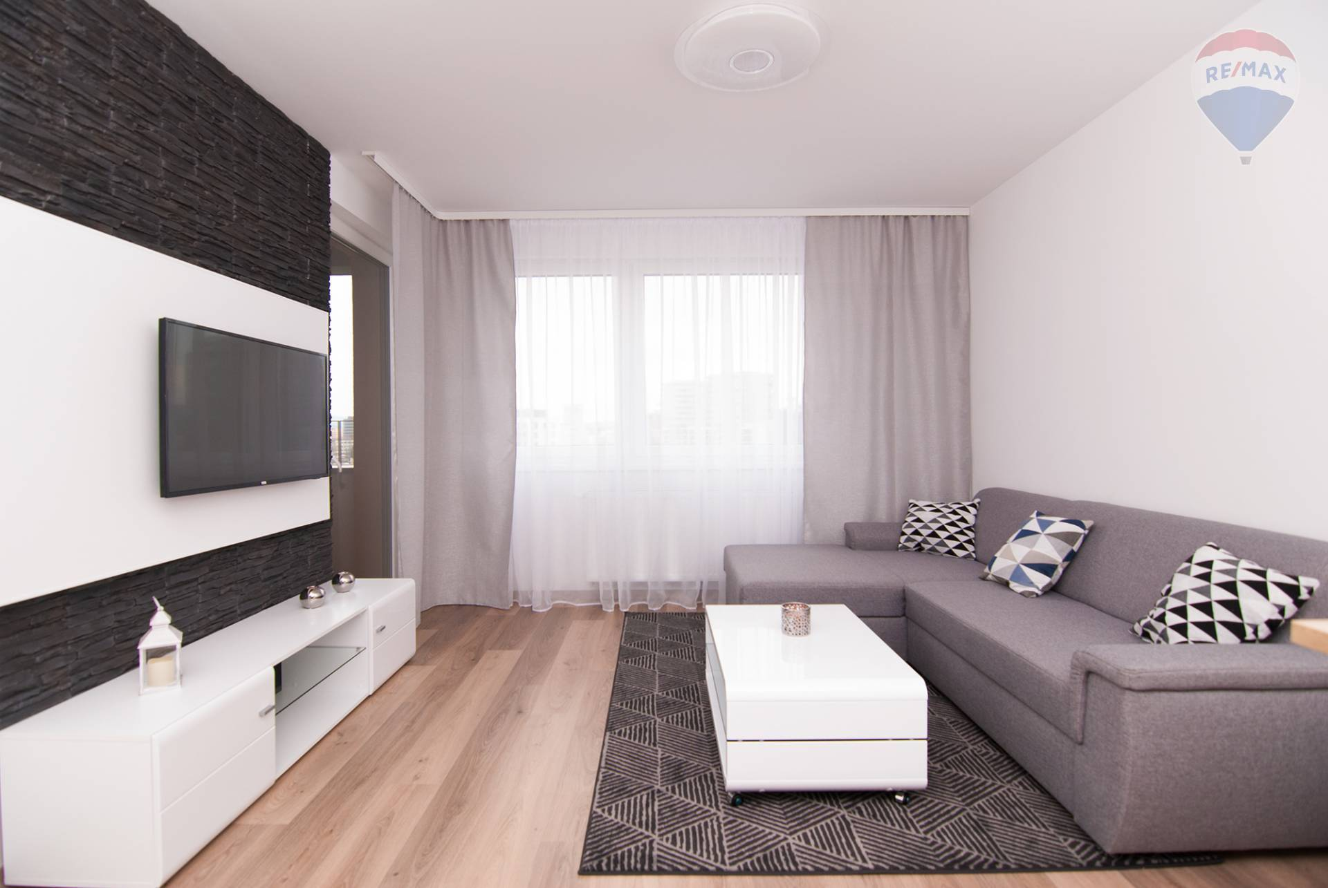 Prenájom bytu (2 izbový) 48 m2, Bratislava - Petržalka - obývacia izba
