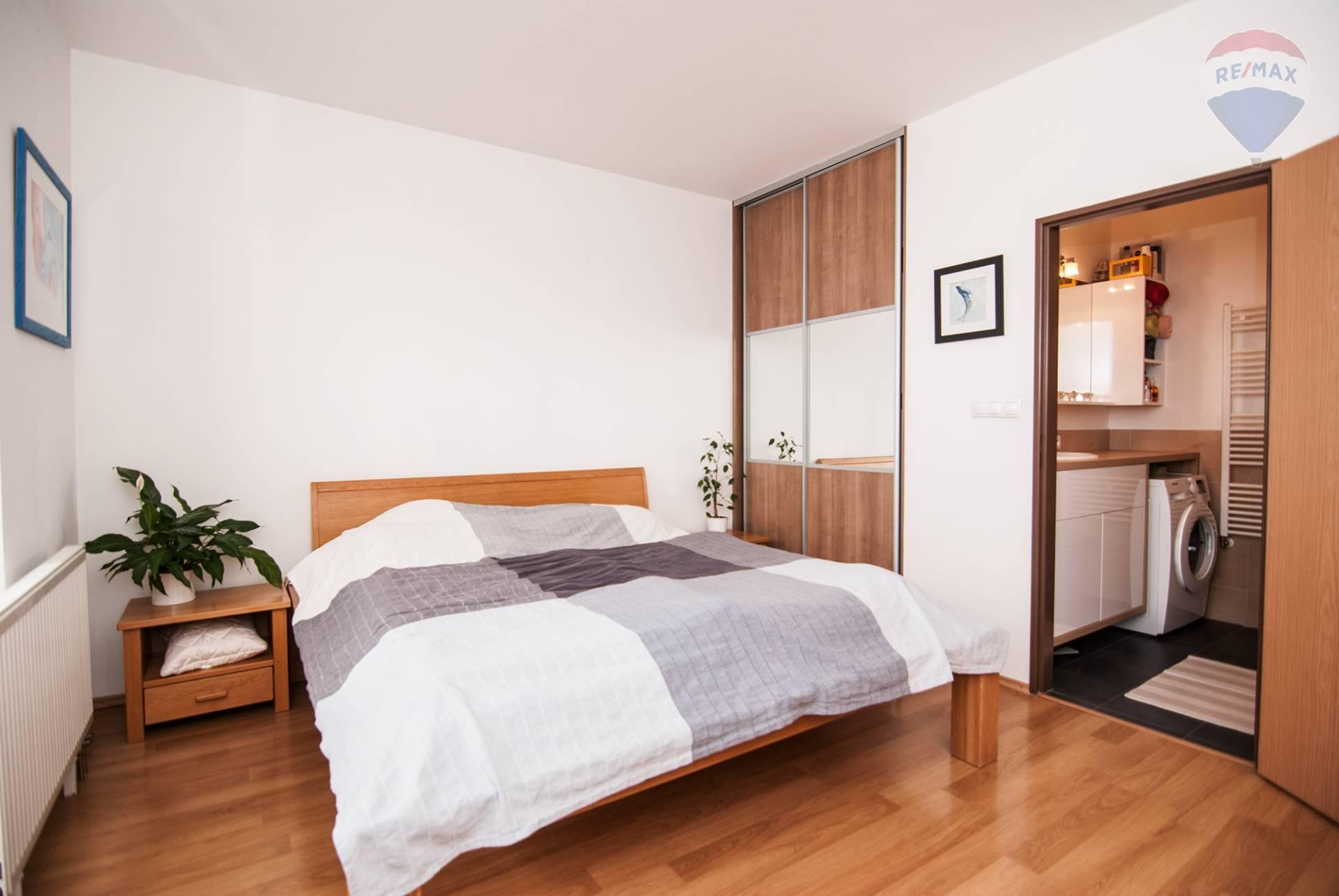 *** NA PREDAJ *** 2 izbový byt s balkónom a loggiou v novostavbe