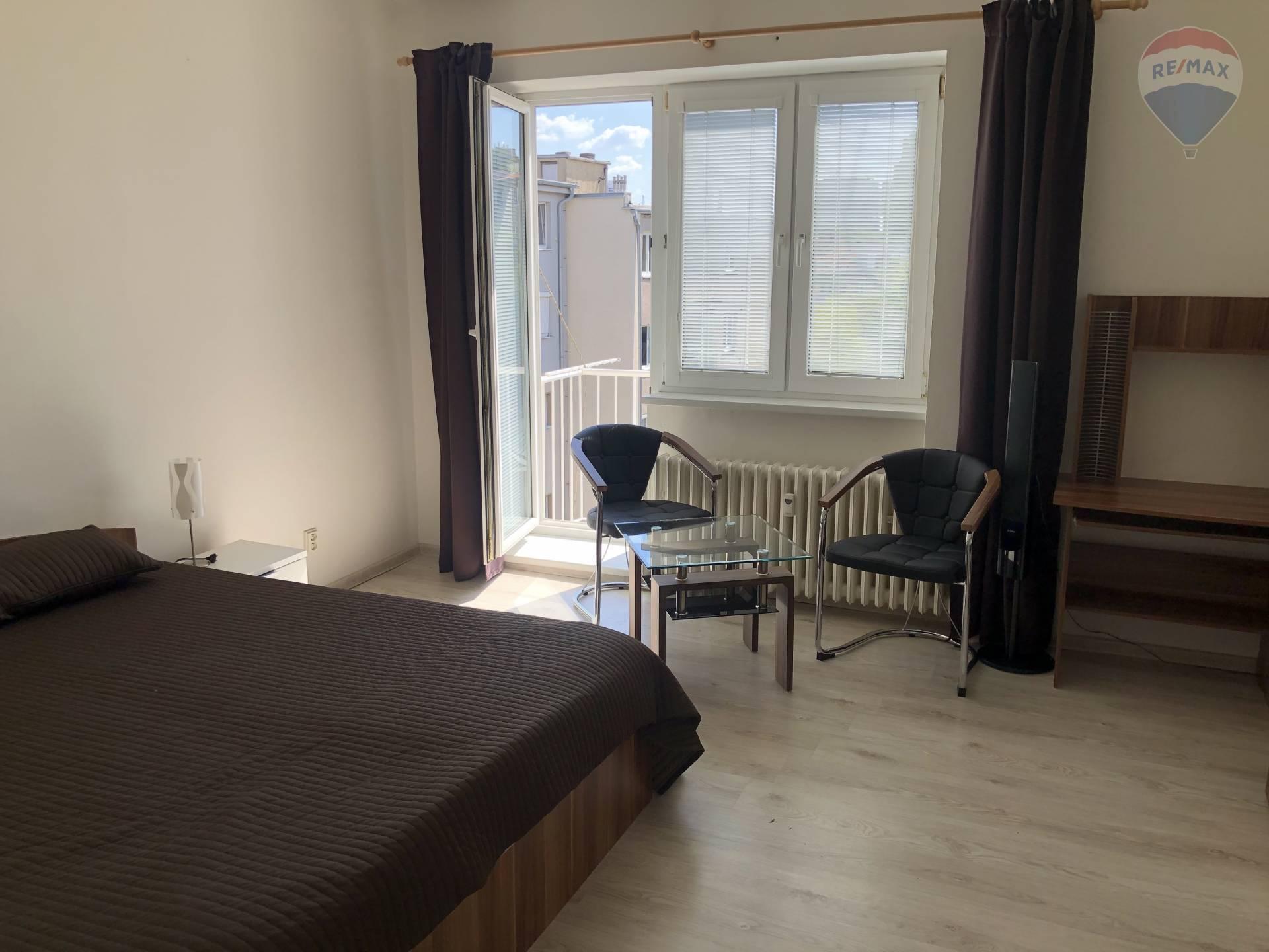 Skvelý 1 izby byt s balkónom na prenájom!