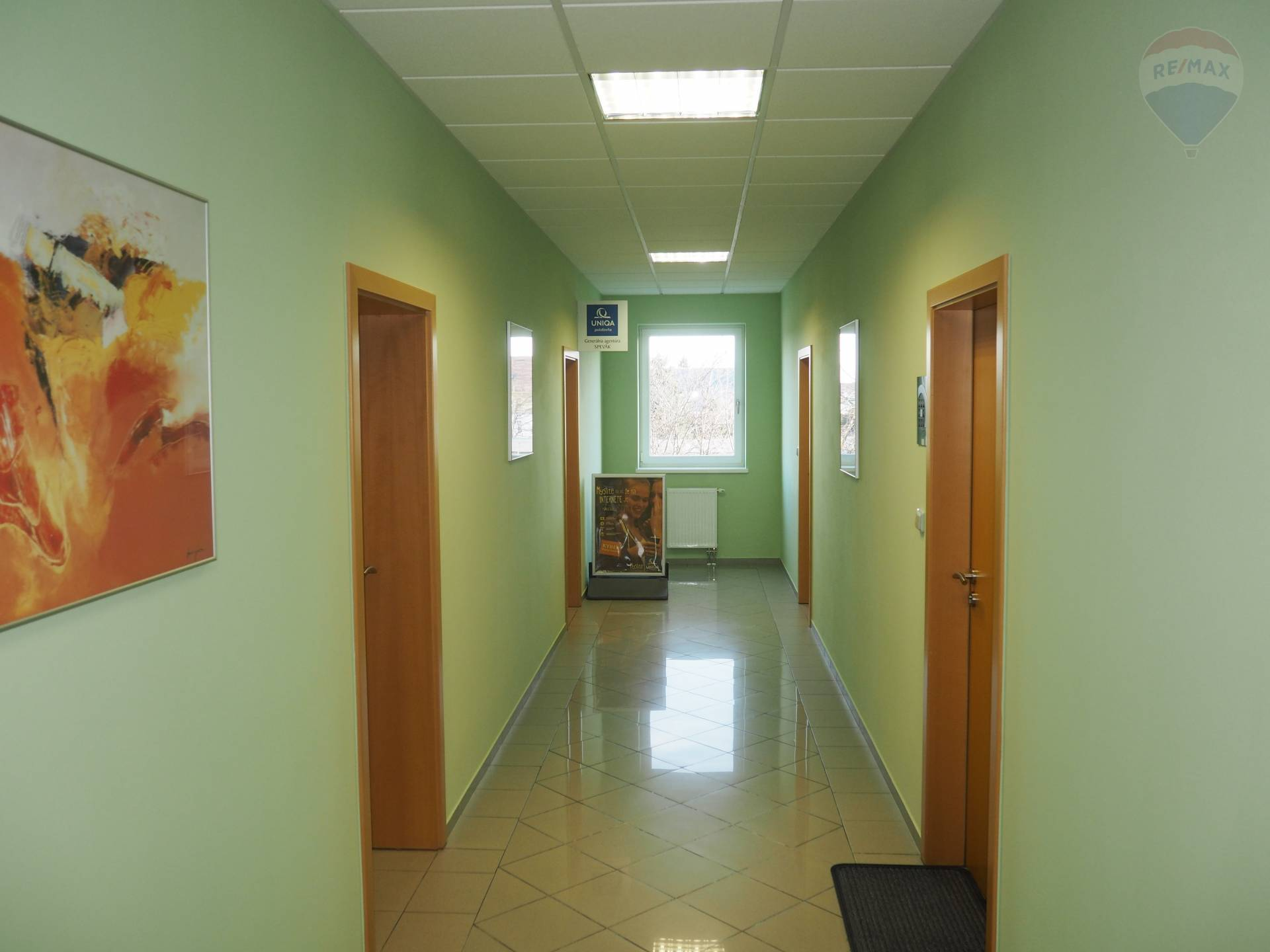 Prenájom komerčného priestoru 25 m2, Bratislava - Vrakuňa - Prenájom_kancelária_Hradská_Bratislava_Vrakuňa