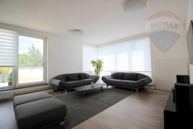 Na prenájom – zariadený 3 izbový byt s veľkou terasou a parkovacími miestami