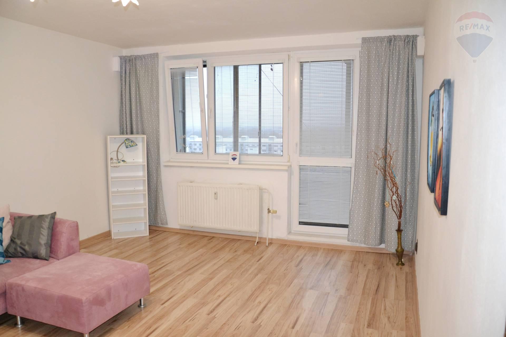 PREDAJ: veľký 3 izbový byt, začiatok Petržalky, Bohrova ulica