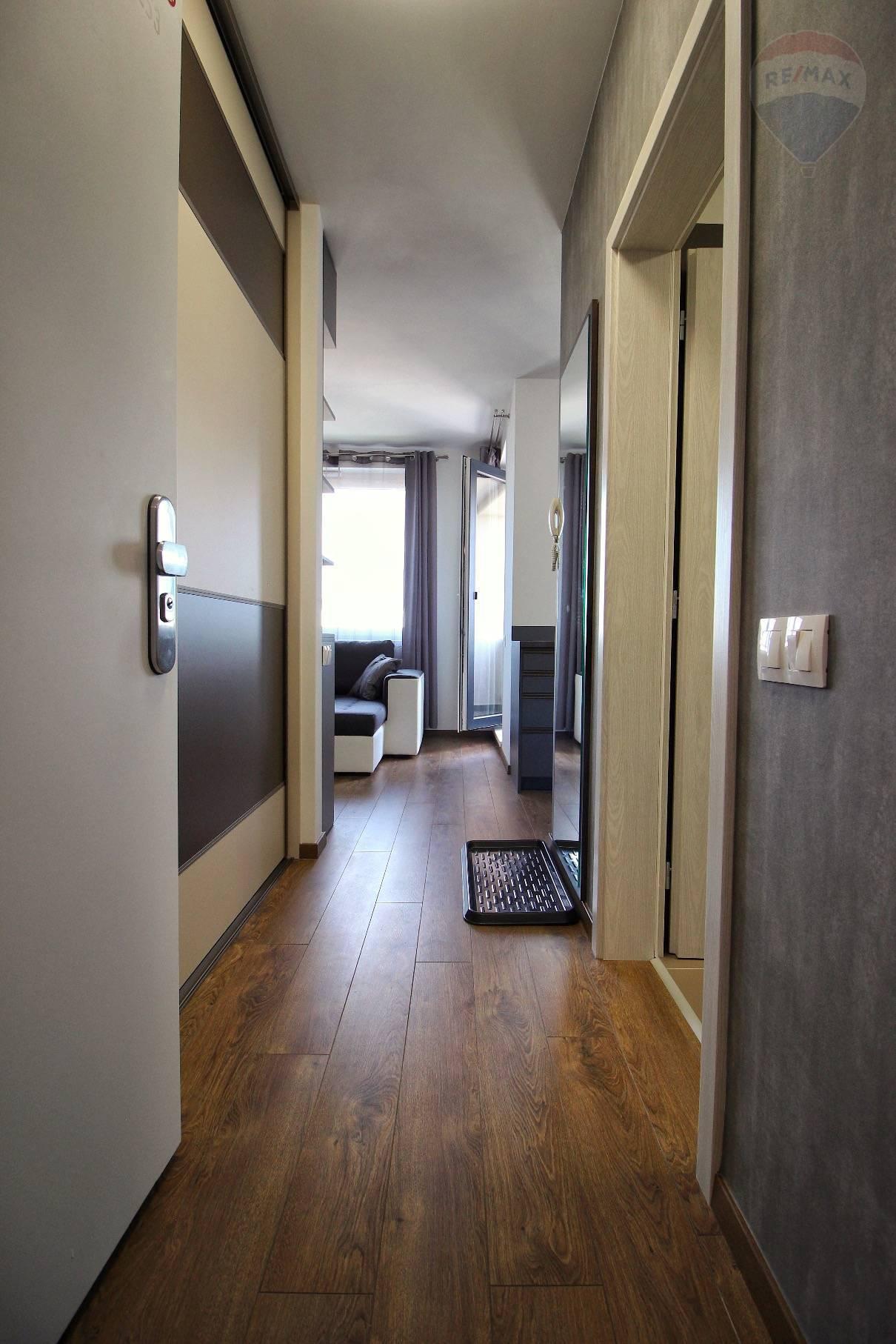 Prenájom bytu (2 izbový) 39 m2, Bratislava - Devínska Nová Ves - ŠTÝLOVÝ A MODERNÝ BYT V NOVOSTAVBE - EŠTE NEOBÝVANÝ - ZARIADENÝ - Bory Bývanie - Top ponuka - Vstup