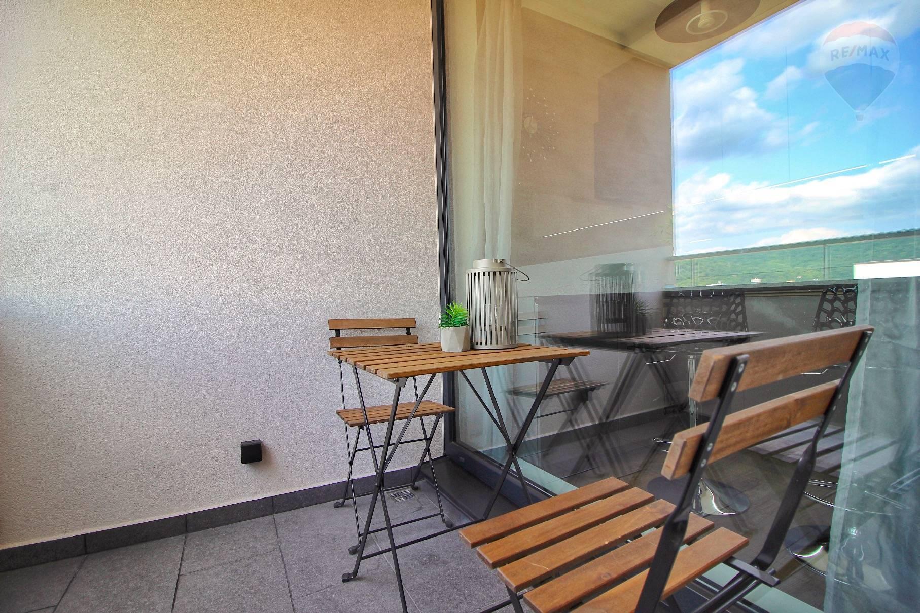 Prenájom bytu (2 izbový) 39 m2, Bratislava - Devínska Nová Ves - ŠTÝLOVÝ A MODERNÝ BYT V NOVOSTAVBE - EŠTE NEOBÝVANÝ - ZARIADENÝ - Bory Bývanie - Top ponuka - Loggia