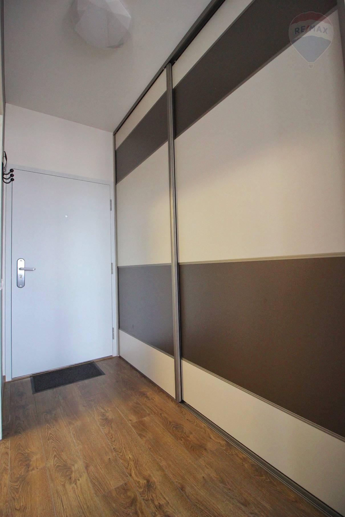 Prenájom bytu (2 izbový) 39 m2, Bratislava - Devínska Nová Ves - ŠTÝLOVÝ A MODERNÝ BYT V NOVOSTAVBE - EŠTE NEOBÝVANÝ - ZARIADENÝ - Bory Bývanie - Top ponuka - Predsieň