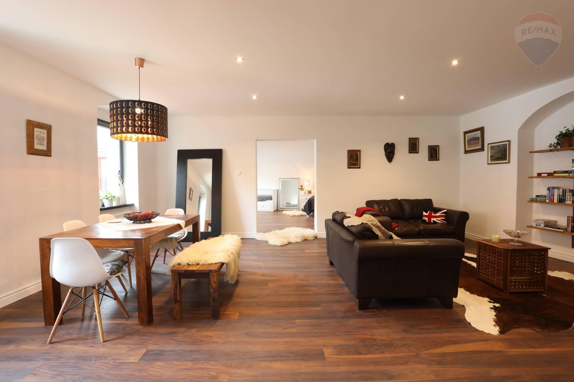 Predaj elegantného kompletne rekonštruovaného bytu v centre Starého mesta