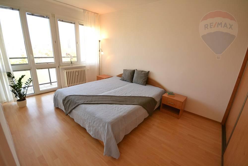 Prenájom: 2-izbový byt s balkónom a loggiou v blízkosti Štrkoveckého jazera
