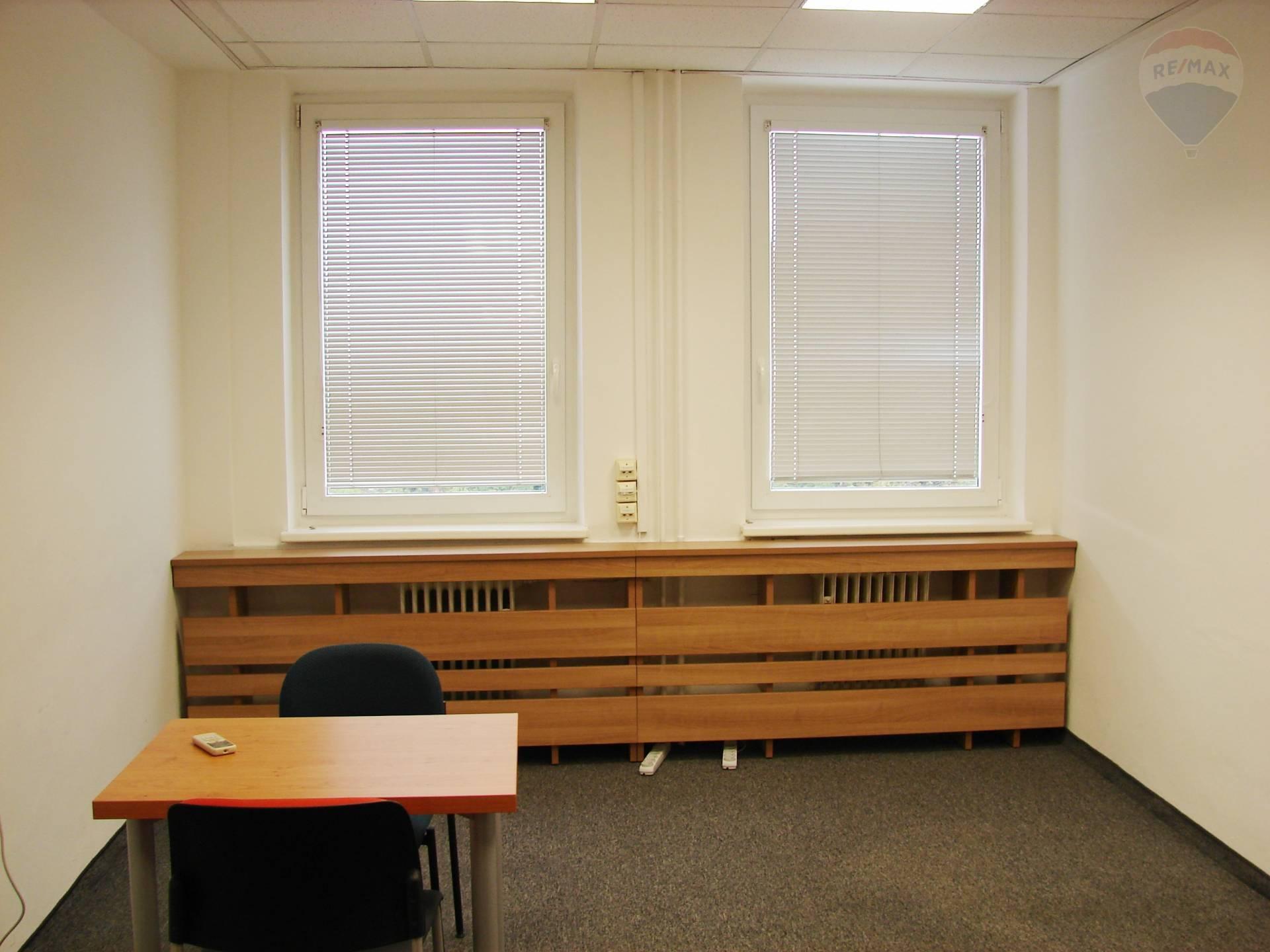 PRENÁJOM: kancelárie od 15 m2, Ružinov, parkovacie miesto v cene
