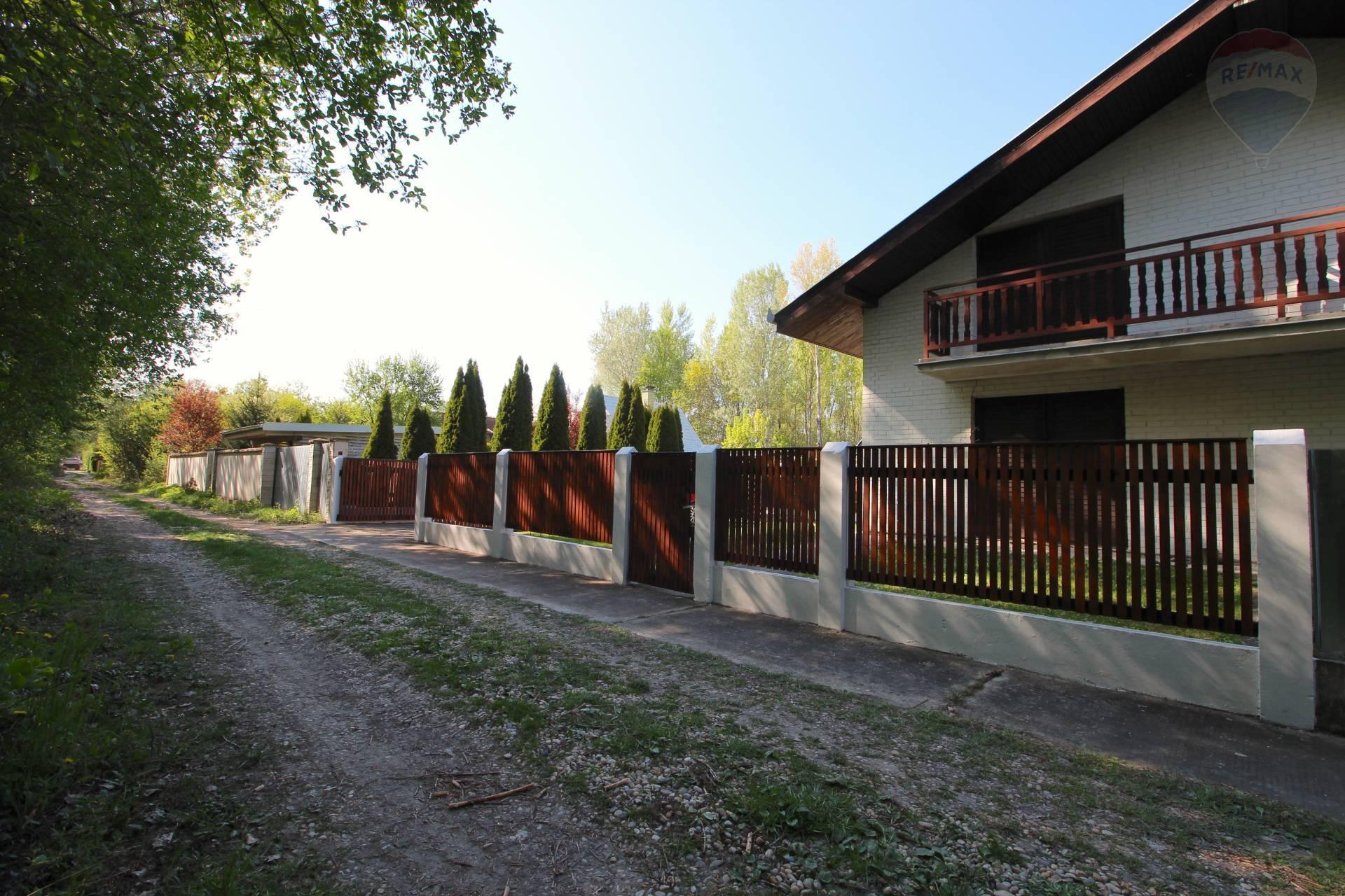Predaj peknej celoročne obývateľnej chaty so záhradou v Gabčíkove