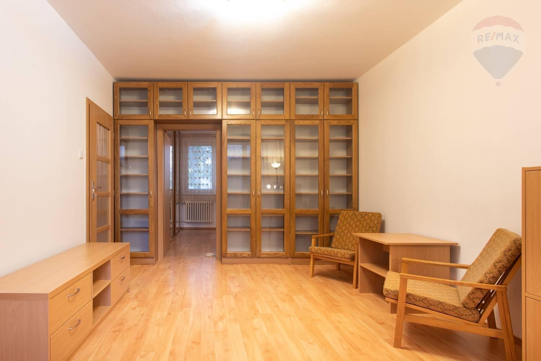 PRENÁJOM 4-izbový priestranný byt pri Ekonomickej univerzite