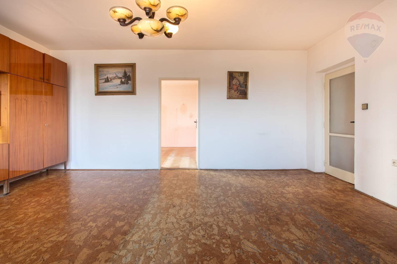 Predaj bytu (3 izbový) 70 m2, Bratislava - Ružinov - TOP PREDAJ - SKVELÉ BÝVANIE - 2,5-izb. byt v Ružovej Doline - BA II3