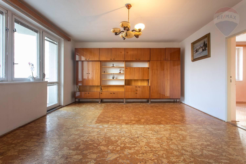Predaj bytu (3 izbový) 70 m2, Bratislava - Ružinov - TOP PREDAJ - SKVELÉ BÝVANIE - 2,5-izb. byt v Ružovej Doline - BA II1
