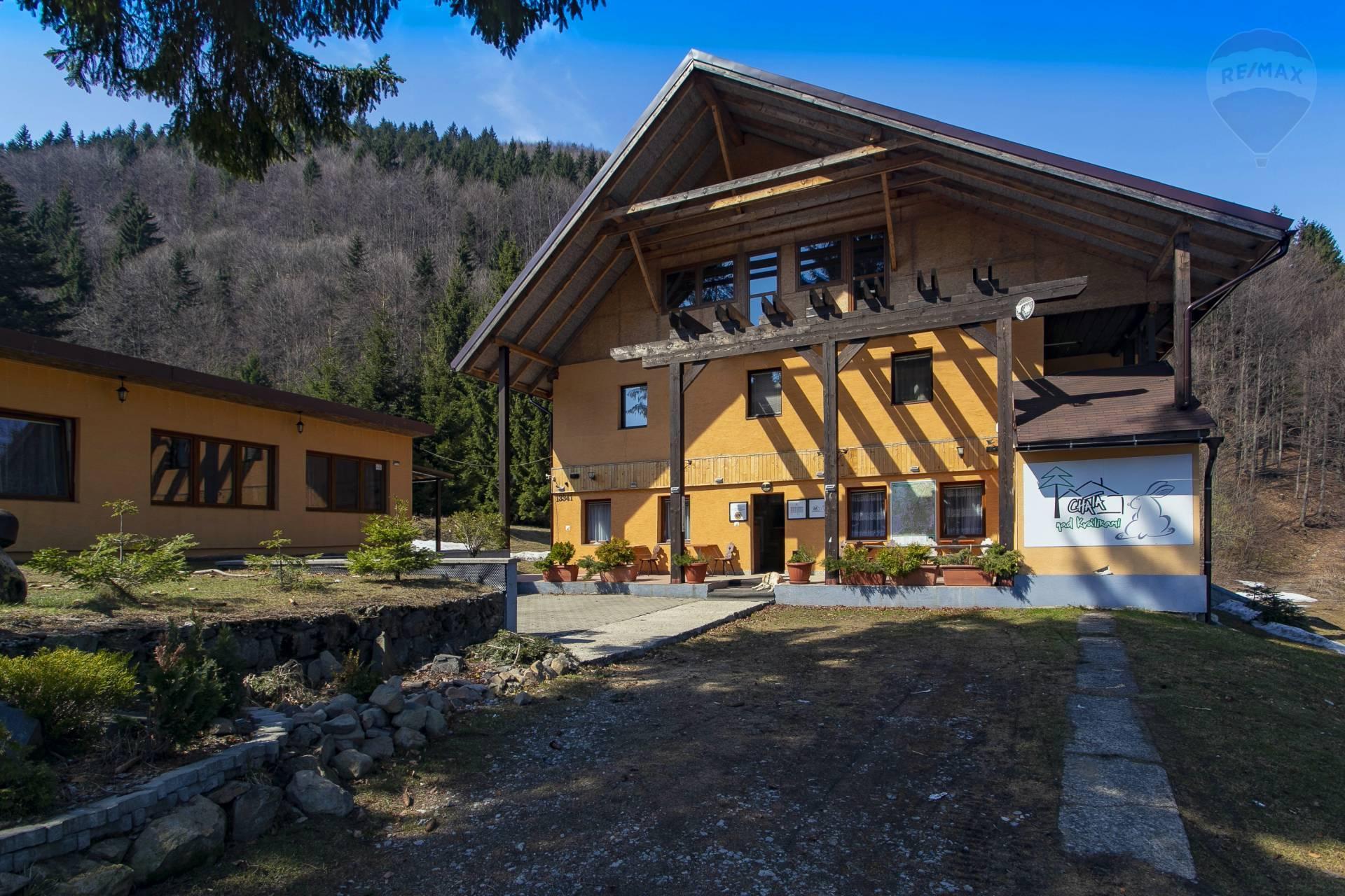 PREDAJ: Unikátna horská chata pri lyžiarskej zjazdovke500 m2, obec Králiky, okres Banská Bystrica