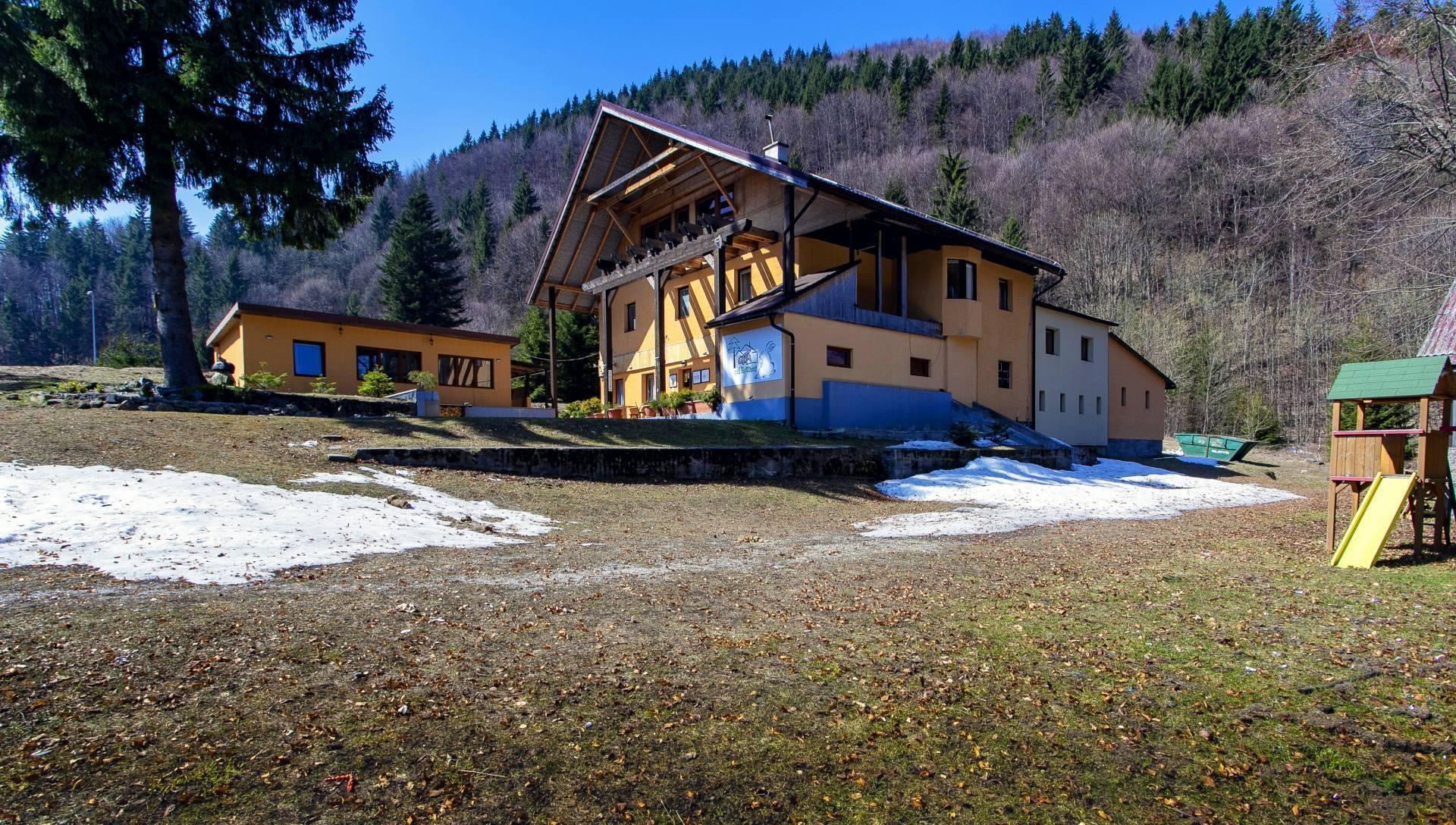 PRENÁJOM: Unikátna horská chata600m2_obec Králiky_okres Banská Bystrica