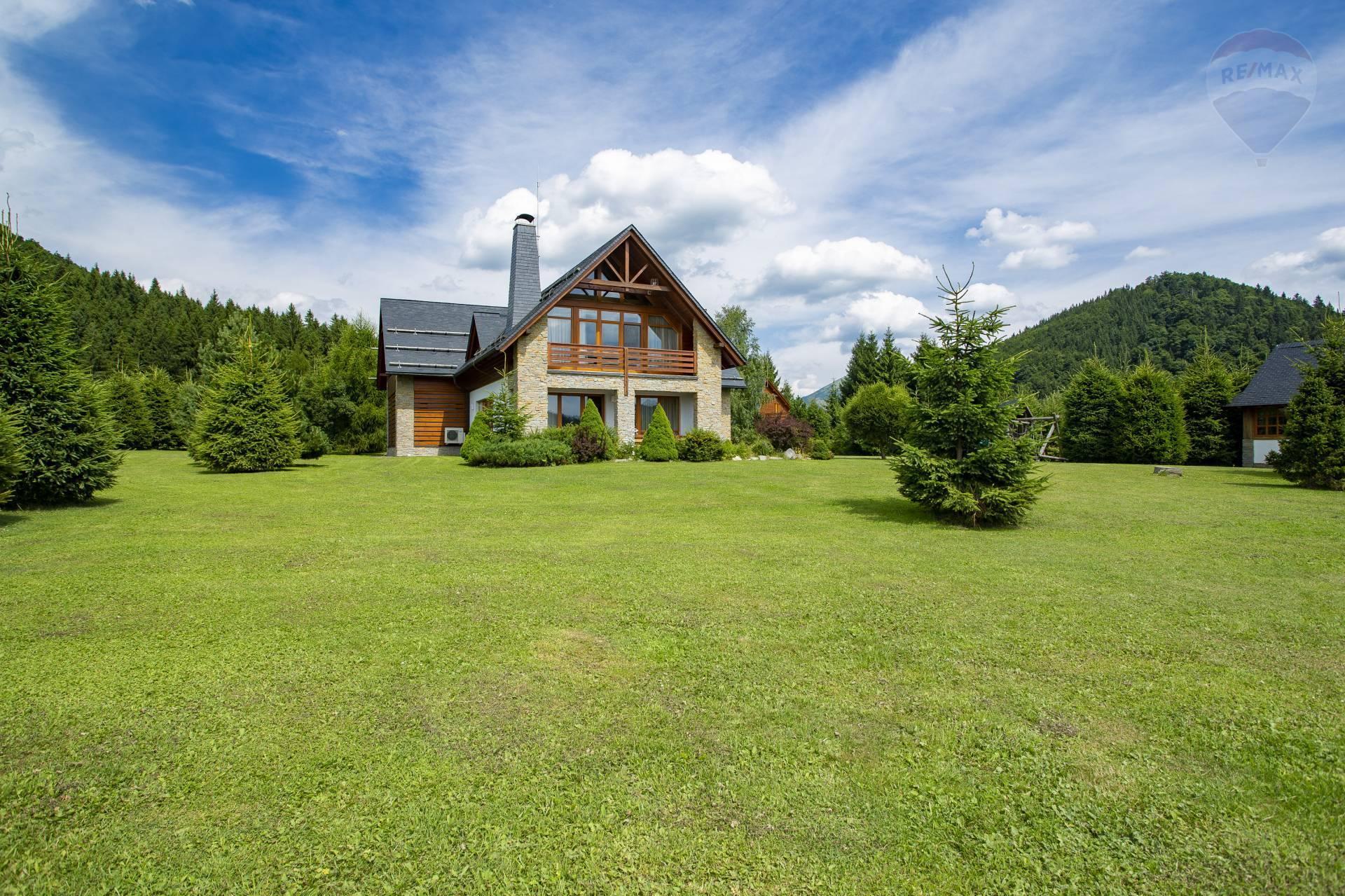 PREDAJ: Nadštandardná horská chata s lukratívnym pozemkom,obec Donovaly, časť Mišúty