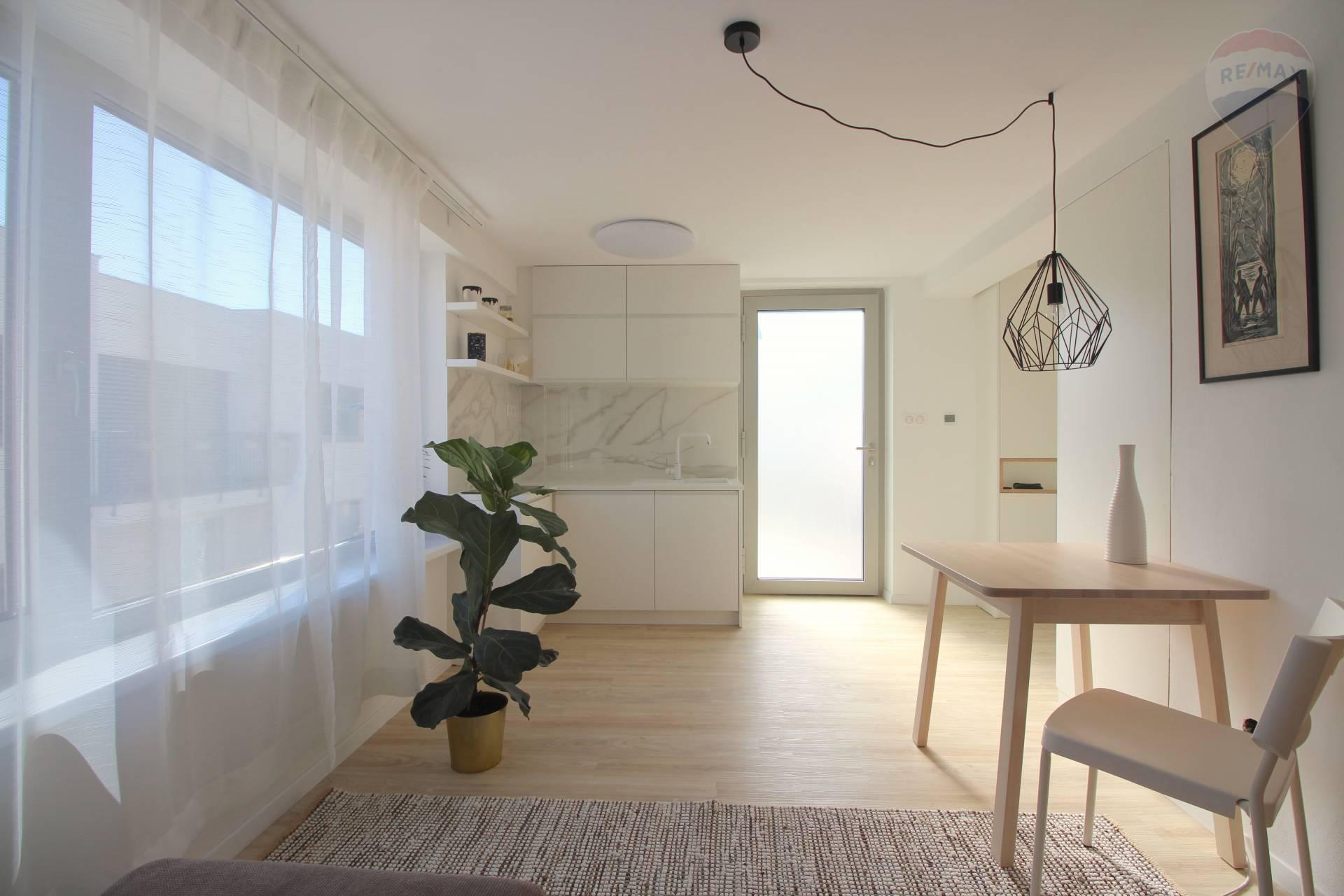 Na prenájom pekný 1 izbový byt pri horskom parku v Starom  meste.