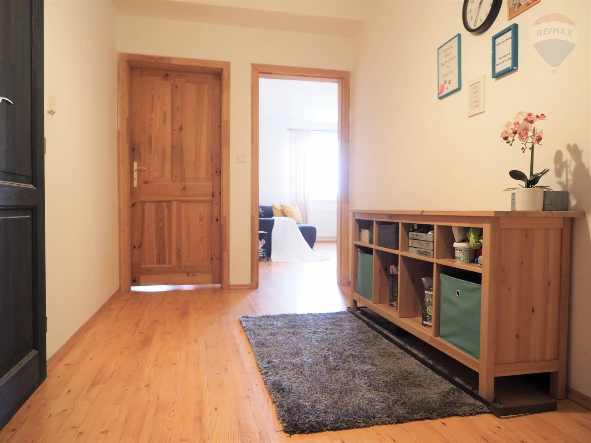 Predaj veľkometrážneho 2 izbového bytu /76 m2/ v 14 ročnom bytovom dome, Budatínska ulica