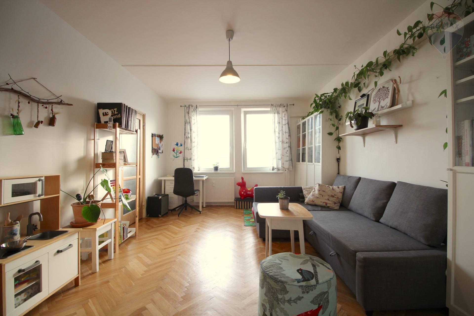 Na predaj slnečný 2 izbový byt s balkónom