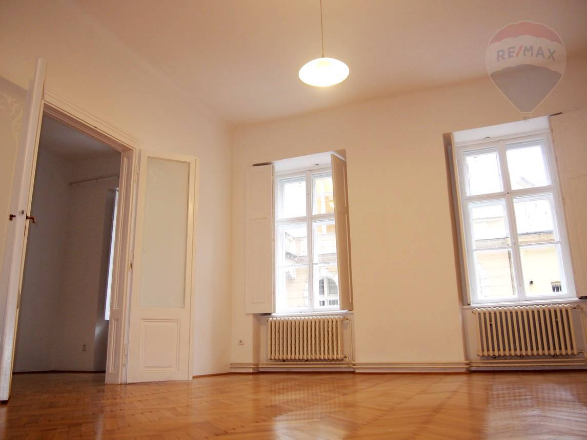 PRENÁJOM, 3-izbový byt, na Podjavorinskej ulici, Bratislava – Staré Mesto