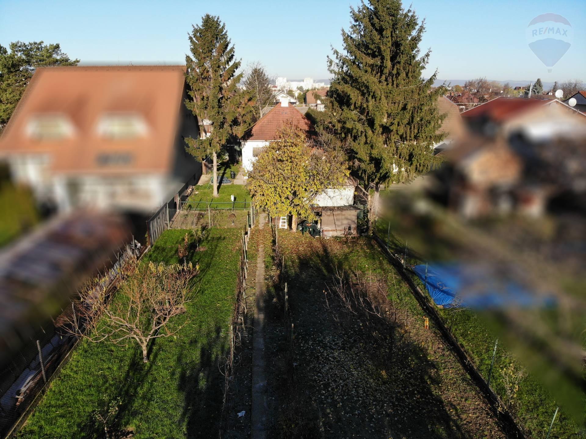 Rodinný dom na veľkom pozemku - investícia aj bývanie - Janka Kráľa - Podunajské Biskupice