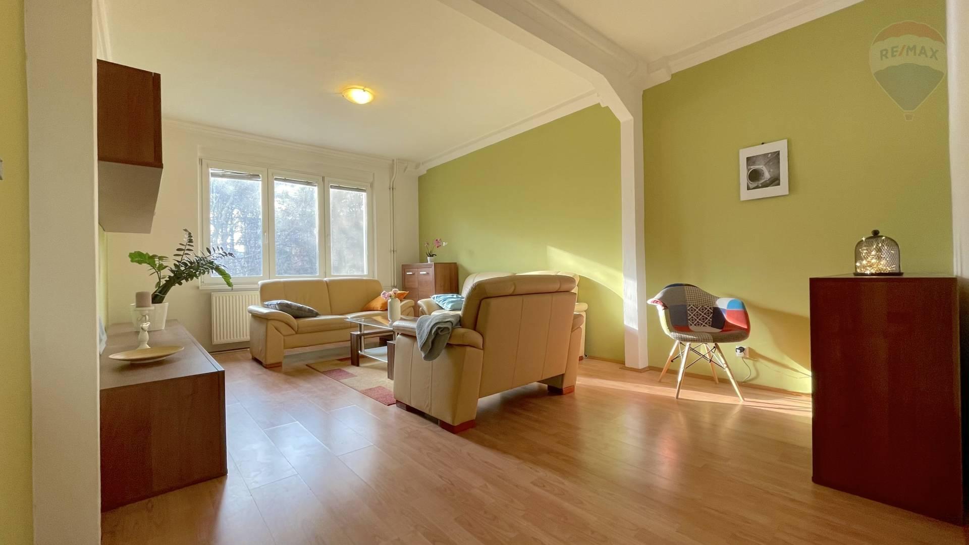 Na predaj 2,5 izbový byt s možnosťou prerobenia na 3 izbový byt.