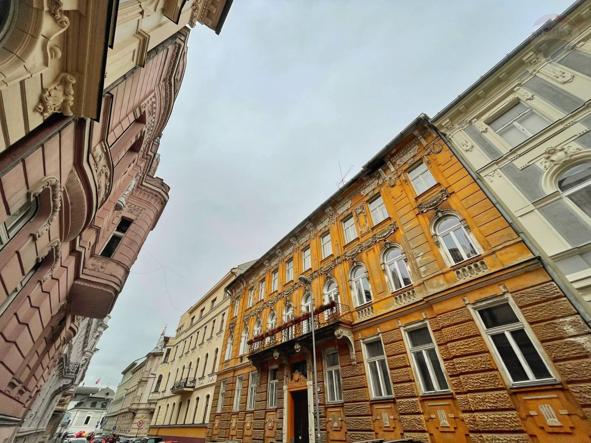 3 IZB BYT - Prezidentský palác - Historická budova - ul. Tolstého