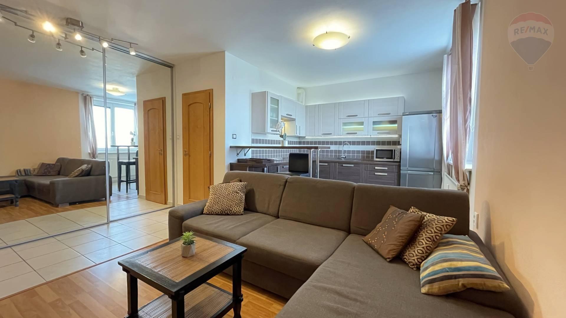 PREDAJ - veľký 1-izb. byt prerobený na 2-izb. - ZELEŇ NA SKOK, POKOJNÉ BÝVANIE - BA II, PÍNIOVÁ UL.