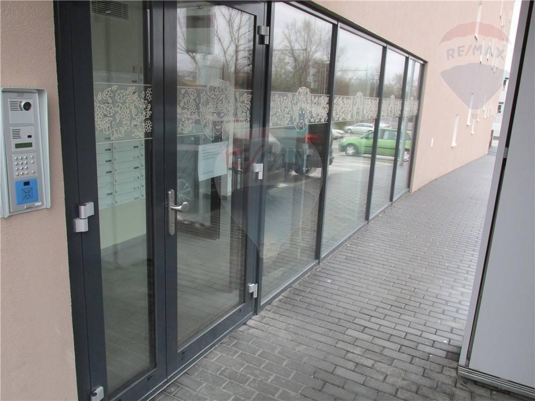Prenájom 1 izb. byt  DNV - 44m2 + parkovacie miesto - 500,-€ aj s energiami