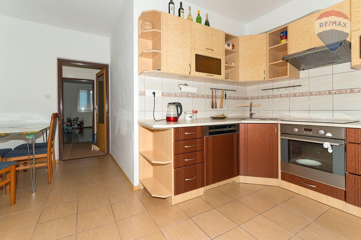 Predám 4 izbový byt 90 m2, Liptovský Mikuláš - Podbreziny