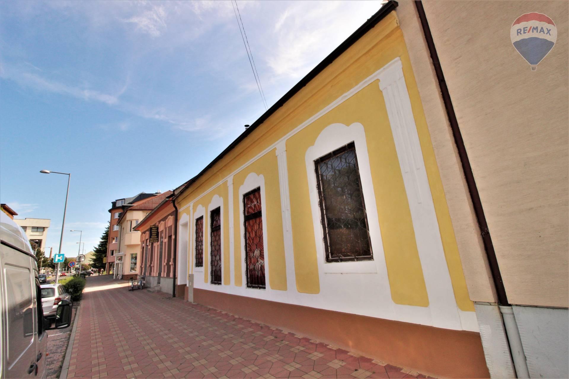 Predaj komerčného objektu 117 m2, Liptovský Mikuláš - pohľad smer pešia zóna