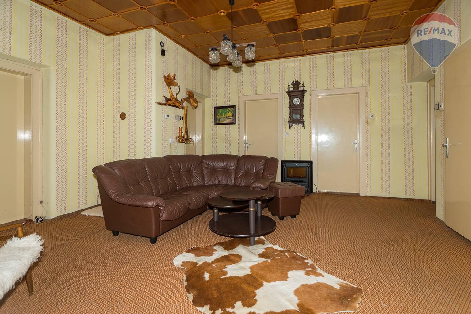 Predaj domu 410 m2, Liptovská Teplá - vstupná hala prízemie