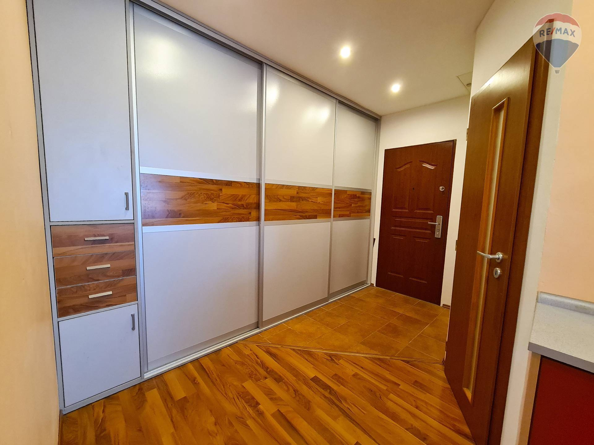 Predaj bytu (3 izbový) 77 m2, Liptovský Mikuláš - chodba