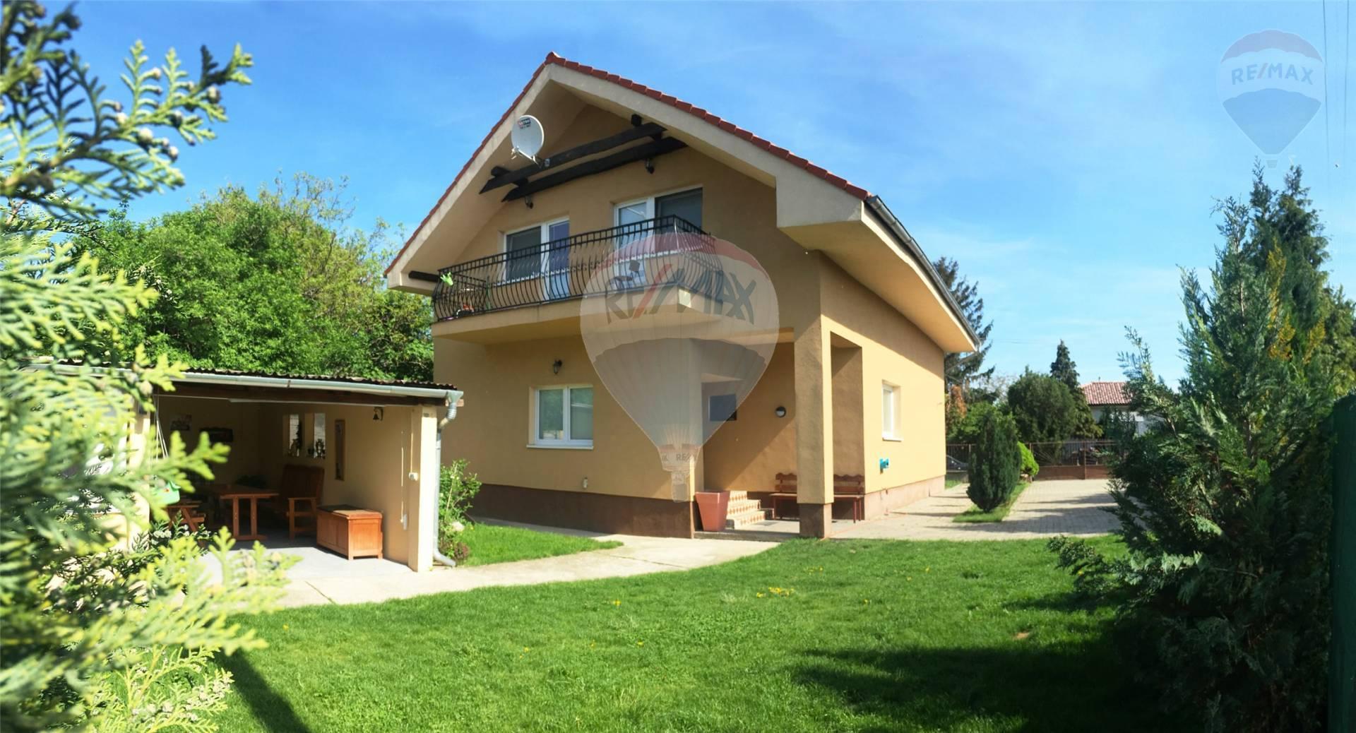 Predaj 5 izbového rodinného domu na 6,5 árovom pozemku, Podunajské Biskupice
