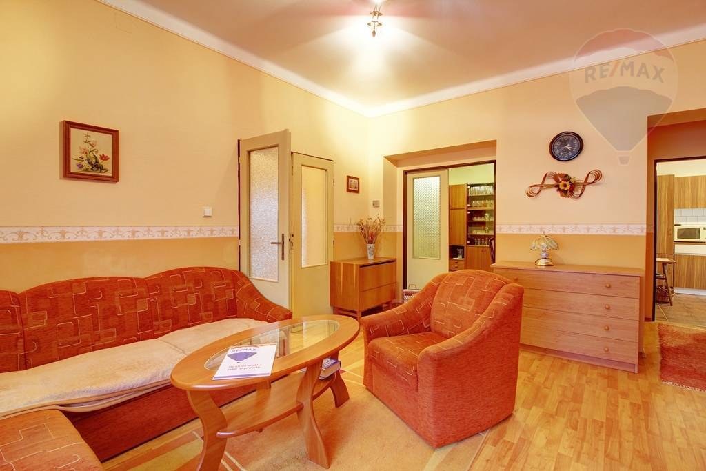 Predaj domu 200 m2, Imeľ - Remax ponúka na predaj rodinný dom na 25 árovom pozemku v Imeli