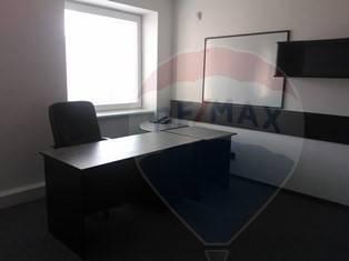 Prenájom zariadeného kancelárskeho priestoru 27 m2 pri Štrkoveckom jazere