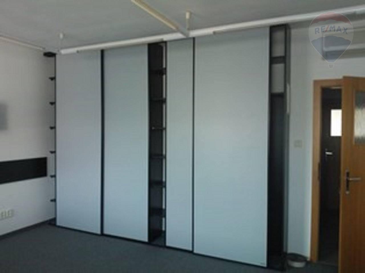 Prenájom zariadeného kancelárskeho priestoru 18,9m2 pri Štrkoveckom jazere