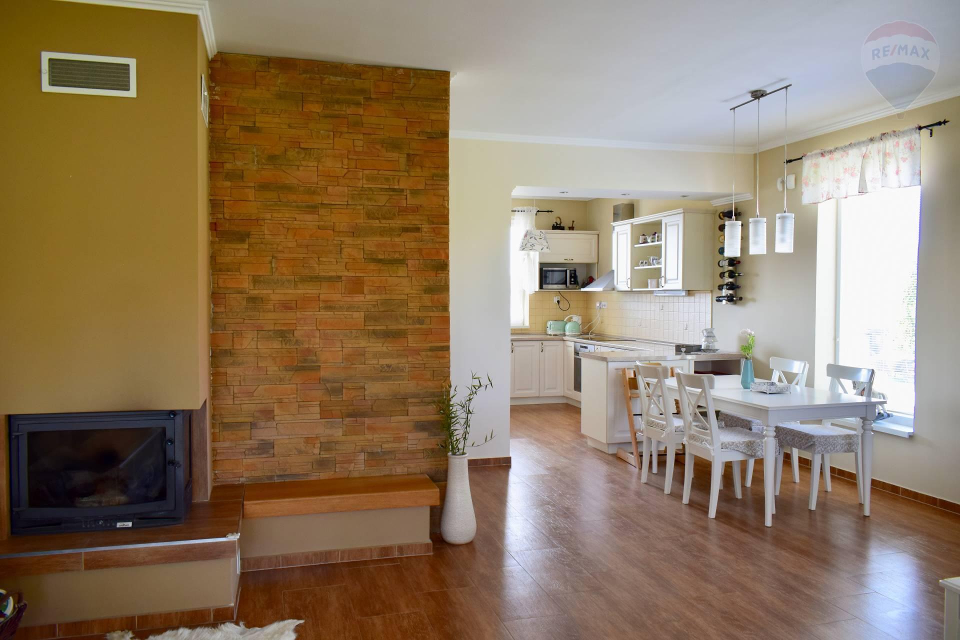 Predaj domu 118 m2, Blatná na Ostrove - 3 izbový rodinný dom s garážou Blatná na Ostrove