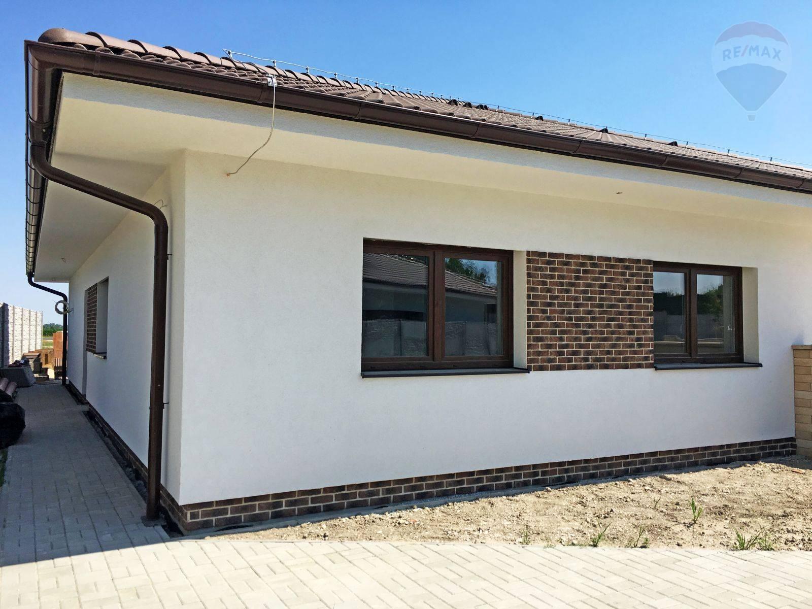 Predaj domu 100 m2, Šamorín - Rodinný dom Mliečno - pohľad z ulice