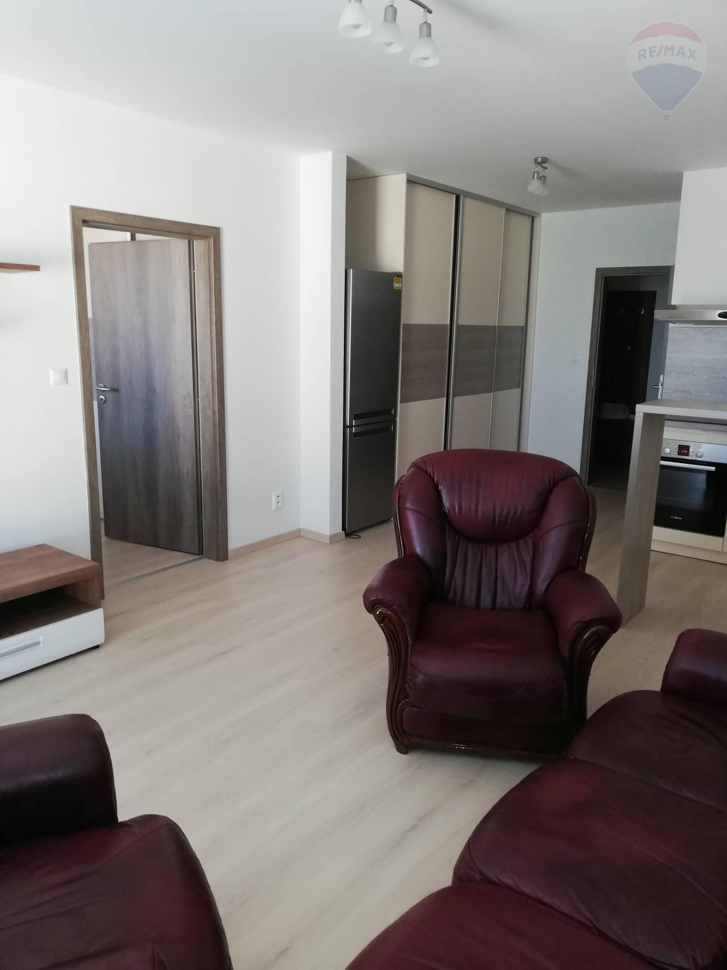 Na prenájom 2 izbový byt v novostavbe v  meste Samorin
