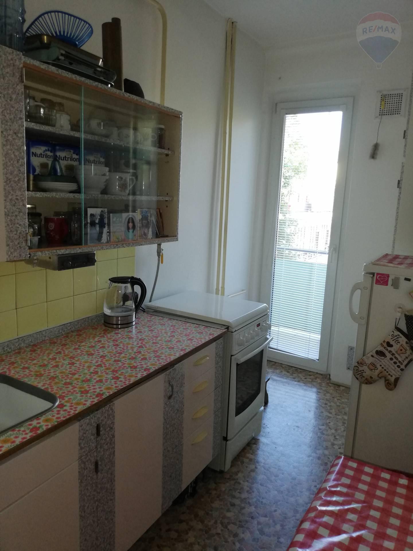 Predaj bytu (3 izbový) 75 m2, Bratislava - Ružinov - 3izbový byt kuchyňa