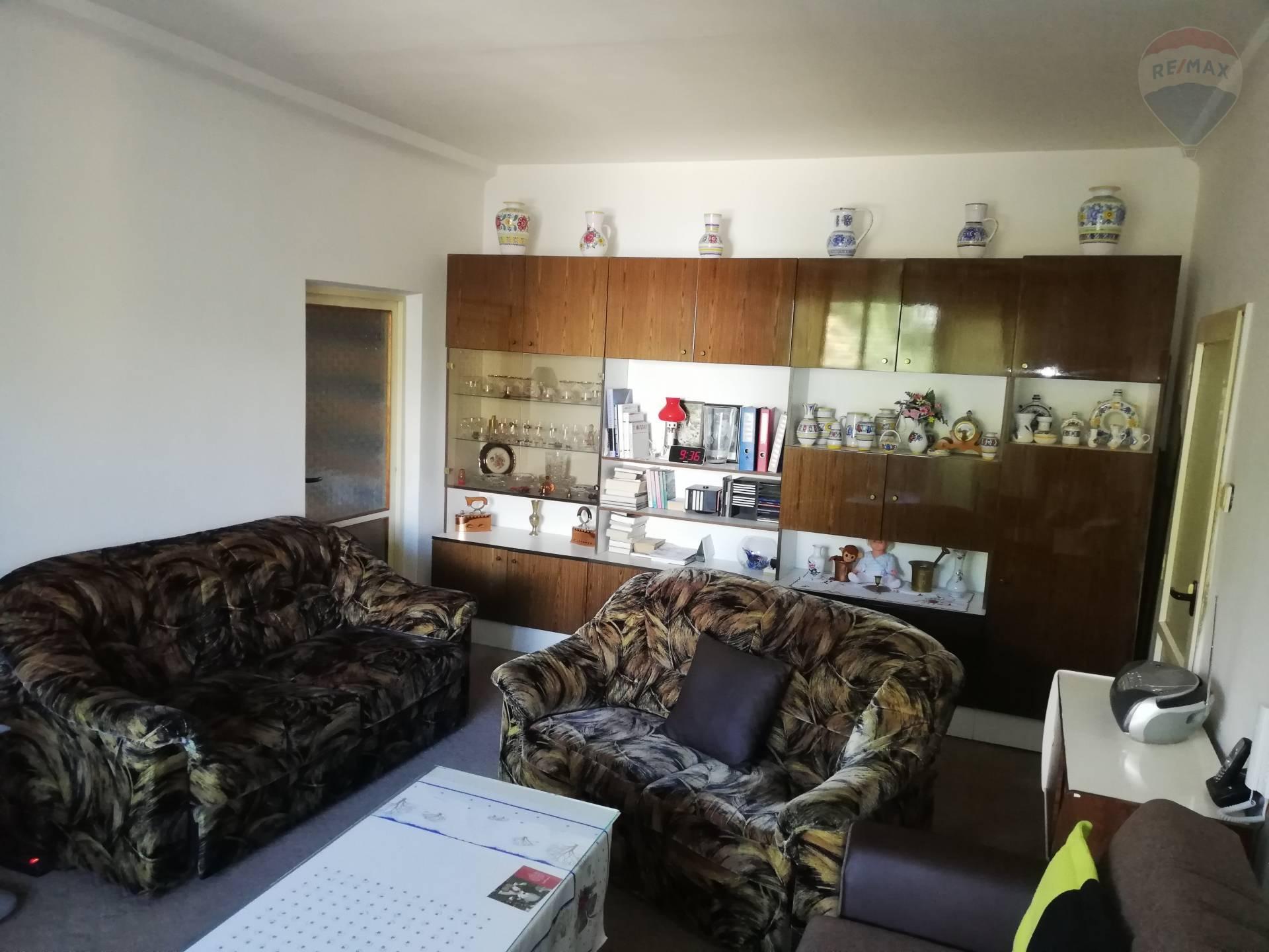 Predaj bytu (3 izbový) 75 m2, Bratislava - Ružinov - 3izbový byt obývačka