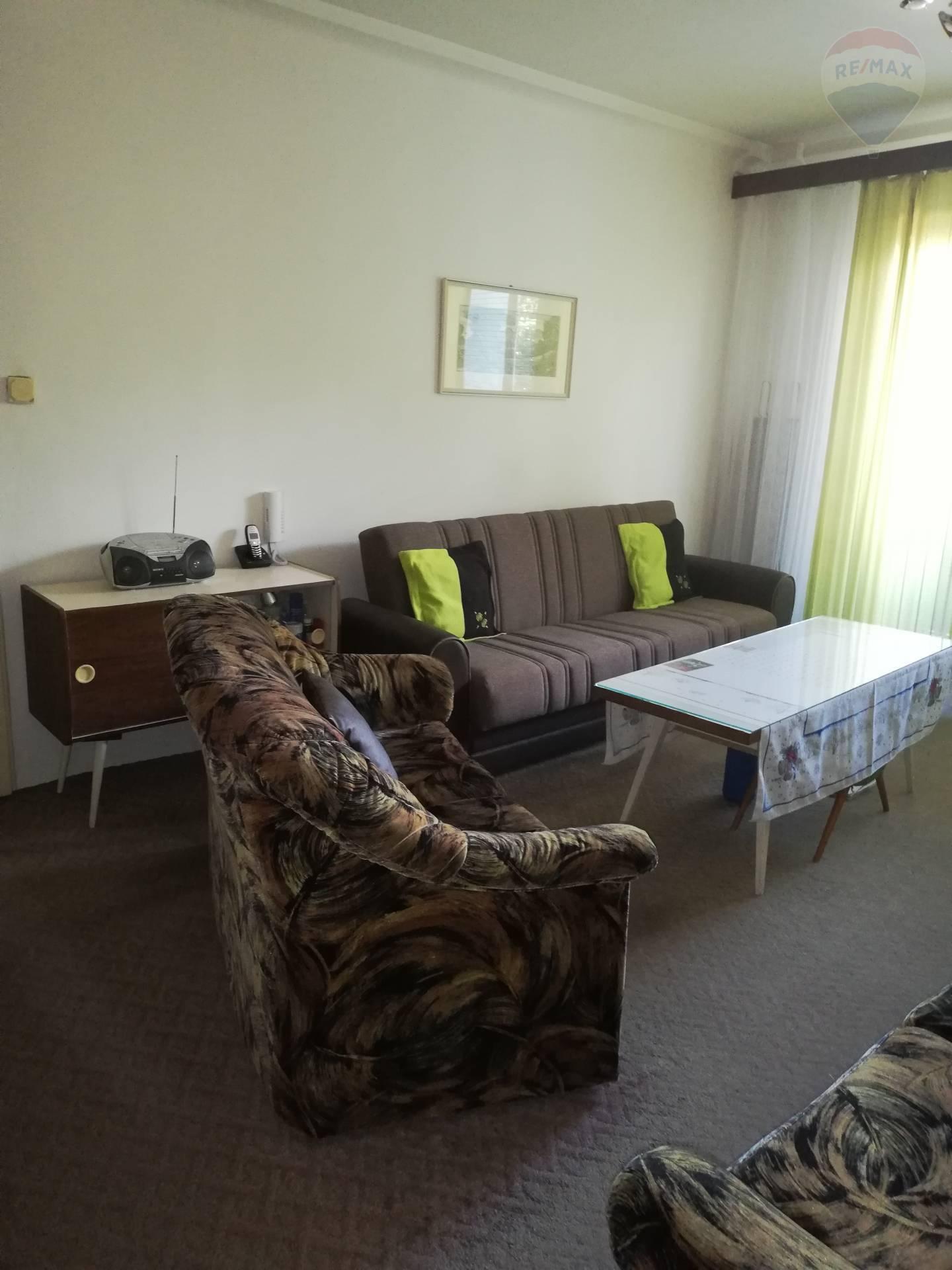 Predaj bytu (3 izbový) 75 m2, Bratislava - Ružinov - 3izbový byt obývacka