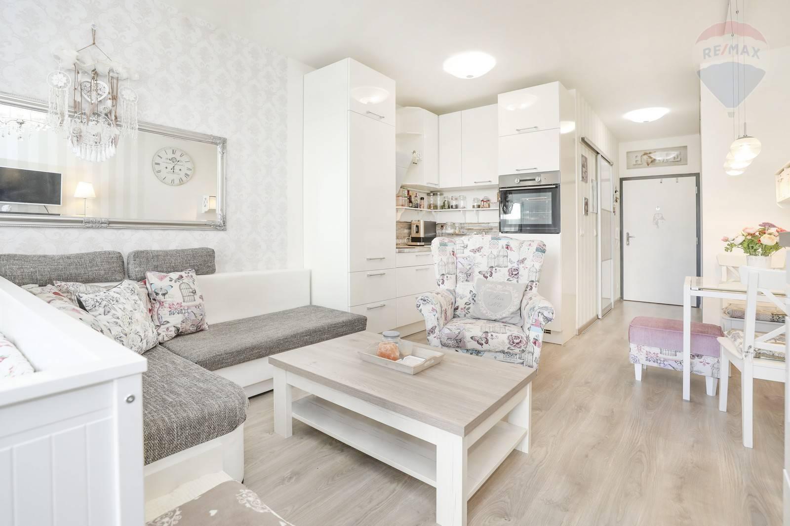 Predaj 1 -izbového bytu ( 33 m2 ) Petržalka- Slnečnice