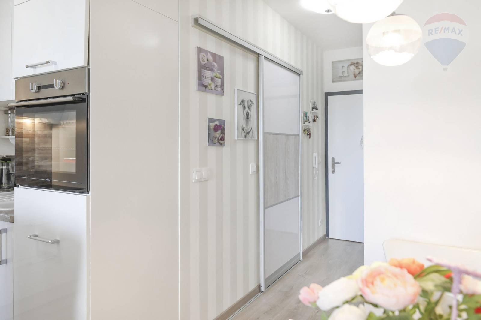 Predaj bytu (1 izbový) 33 m2, Bratislava - Petržalka - 1 - izbovy byt ( 33 m2 ) Slnečnice- Petržalka